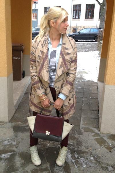 Aztec Coat, Trapez Bag, Converse Light, Zara Shirt