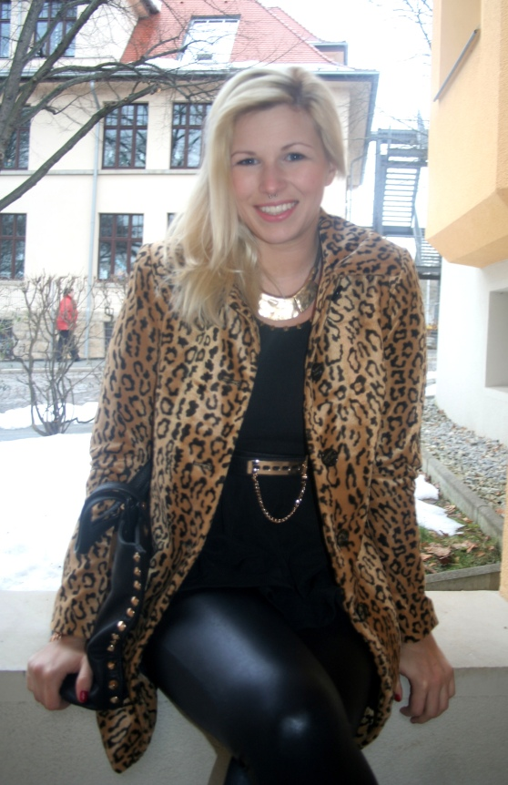 Leopardenmantel H&M Zara Lederhose Lederleggings Peplum Nieten Taschen Nieten Gürtel gold